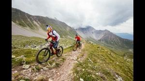 دوچرخه سواری  خیره کننده دنی مک اسکیل در کوهستان