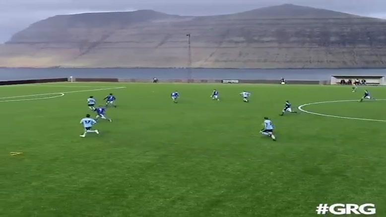 چه گلی  چه زمین فوتبالی 😍