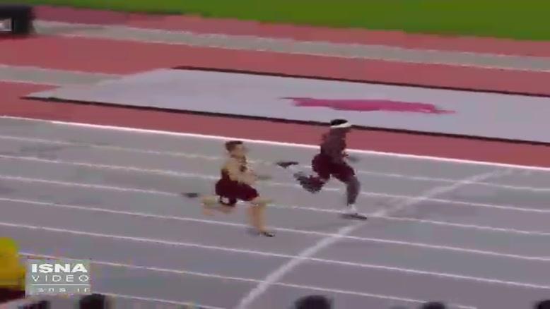 شیرجه عجیب «اینفینیته تاکر» در لحظات پایانی مسابقه دو ۴۰۰ متر با مانع