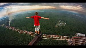 پرش و شیرجه خارق العاده از ارتفاع  ۱۱۲ متری