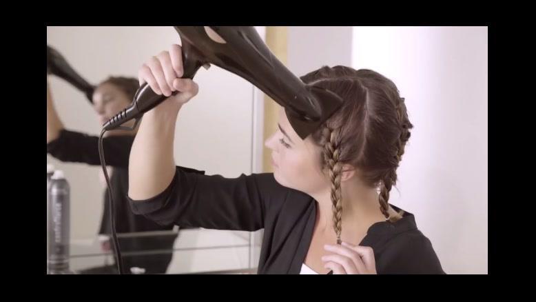 دانلود فیلم آموزش فر کردن مو با بافت و اسپری مو