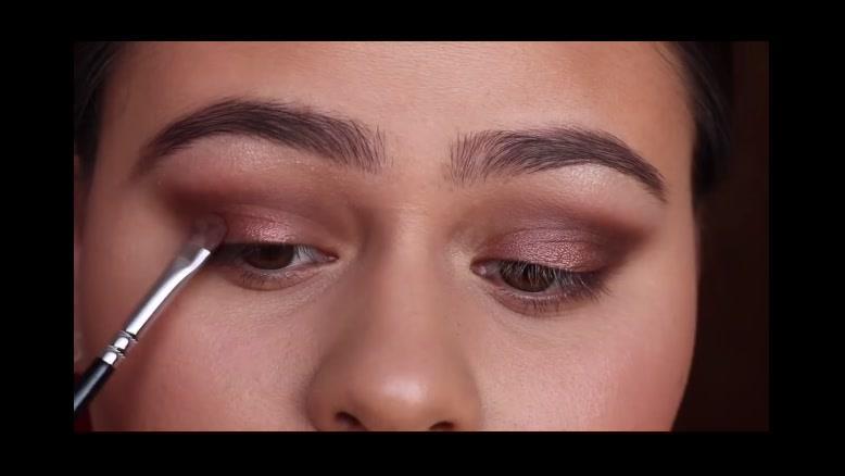 کلیپ آموزش صحیح آرایش کردن چشم و ابرو