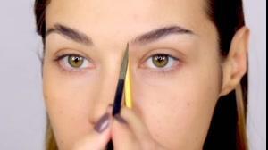 فیلم آموزش خودآرایی ابرو با لوازم آرایش ابرو