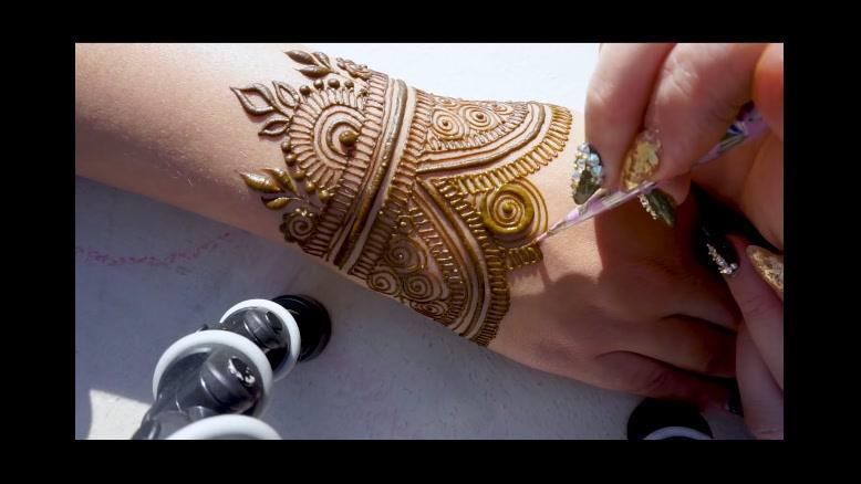 کلیپ  آموزش طراحی تاتو با حنا روی دست