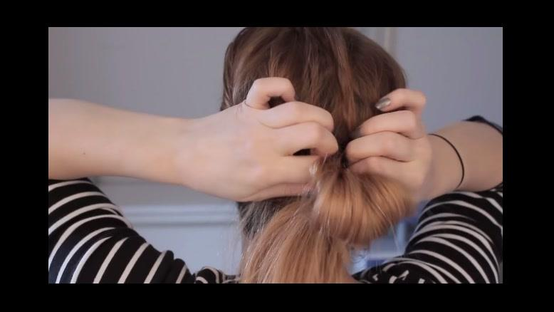 کلیپ یک روش ساده و زیبا بستن مو در خانه