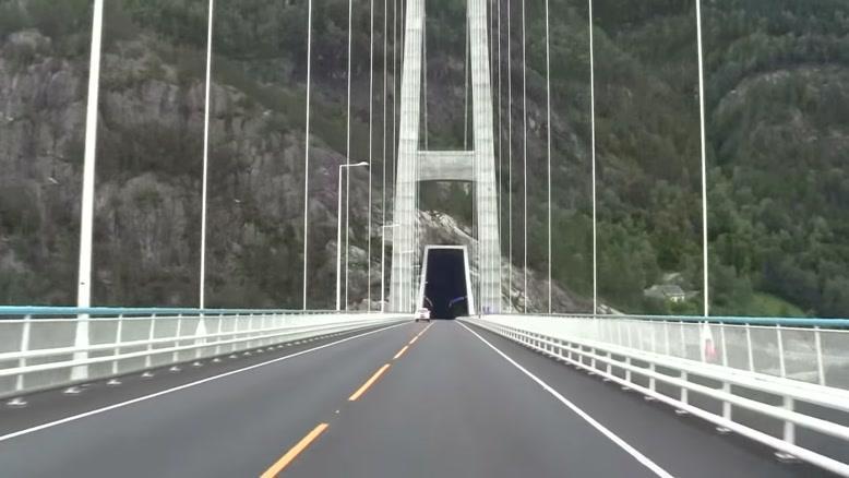 عبور از پل  Hardanger در غرب نروژ