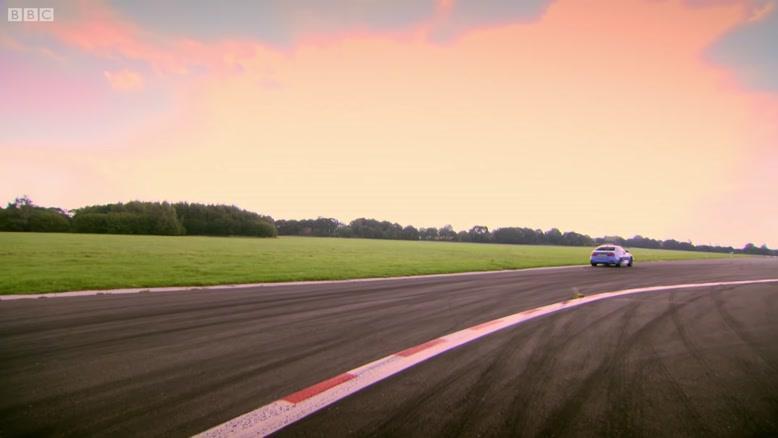 بررسی دو خودوری BMW M3 Petrol و  BMW i8 Hybrid