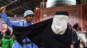 aparat-کشف حجاب دختران ایرانی با زور سر نیزه!
