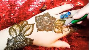کلیپ تاتو  روی دست با حنا نقش گل