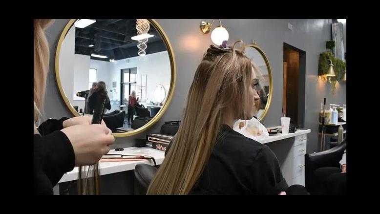 فیلم آموزش نصب اکستنشن چسبی مو بلند +فر کردن مو