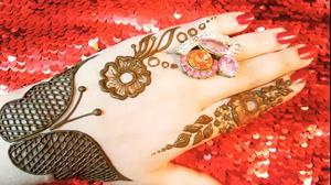 کلیپ آموزش تاتو طرح گل و پروانه روی دست + طراحی با حنا