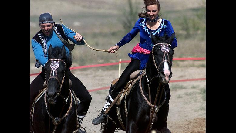 قزاقستان کشور رقص  و ترانه های فولکلور و اسب سواری - بوکینگ پرشیا
