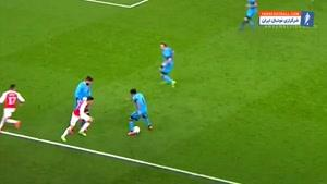 درگیری های اوزیل در زمین فوتبال