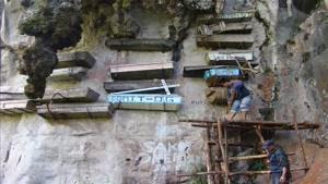 تابوتهای آویزان در فیلیپین