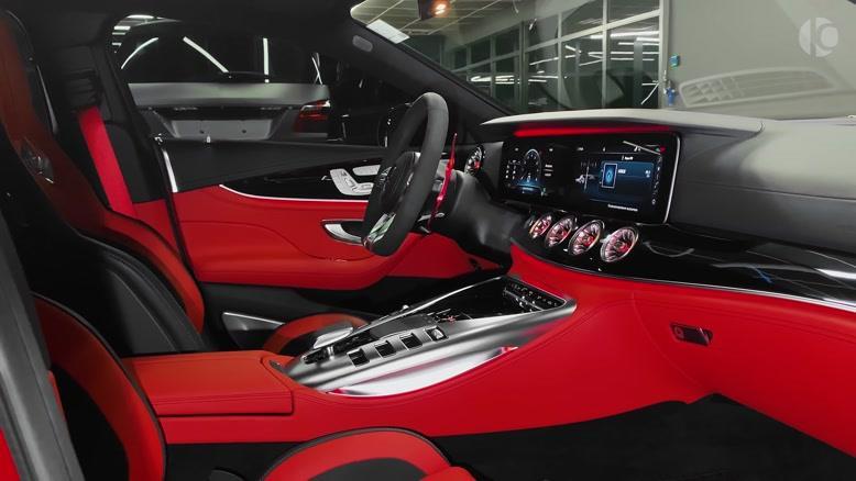 ویدئو  روو نمایی طراحی داخلی و خارجی خودرو  Mercedes-AMG GT 63 S 2020