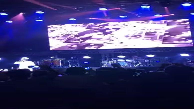 قسمتی از اجرای داریوش در کنسرت ترکیه