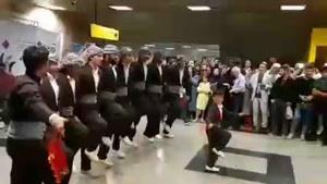 رقص کردی گروه دیلان ارومیه در مترو تهران😃😍