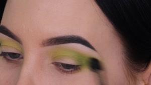 آموزش آرایش چشم سبز کریستالی