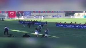 ویدیویی از حمایت دختر آبی در  ورزشگاه کمال اکتاش ترکیه