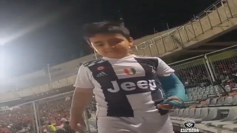 عماد ۶ساله در حال تشویق تیمش