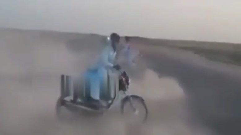 تصادف وحشتناک هنگام حرکات نمایشی با موتور در چابهار