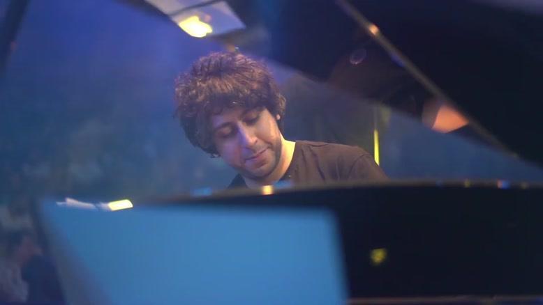 اجرای زنده ی آهنگ بماند از امیر عباس گلاب