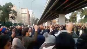 اجتماع مردم مقابل دانشگاه  امیرکبیر
