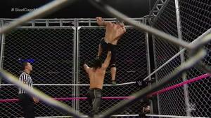 مبارزه سث رولینز و جان سینا در قفس