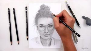 آموزش طراحی چهره دختر عینکی با سیاه قلم