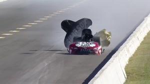 انفجار خودرو در لحظه رد شدن از خط پایان