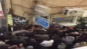 هجوم دیوانهوار مردم برای گرفتن ماسک و ژل ضدعفونی کننده