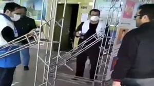 گرفتن تست کرونا در ورودی ترمینال شهر تبریز با دماسنج