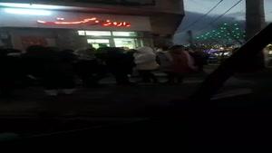 هجوم مردم به داروخانه ها برای خرید ماسک در پی شیوع کرونا