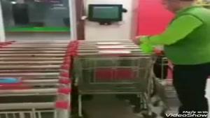 ضد عفونی کردن دستگیره های سبد در فروشگاه ها