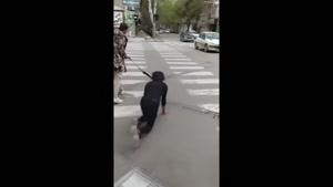 قلاده بستن و رقصیدن یک پسر ایرانی