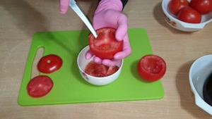 طرز تهیه سالاد گوجه شکم پر
