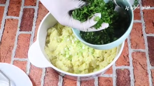 آموزش پخت کوکو سیب زمینی پفکی بدون تخم مرغ