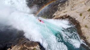 سقوط دیوانه وار از آبشار 40 متری با کایاک
