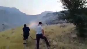 تلاش مردم خوزستان برای خاموش کردن آتش