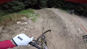 پایین آمدن از تپه با دوچرخه