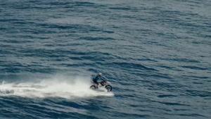 موتور سواری در اقیانوس آرام