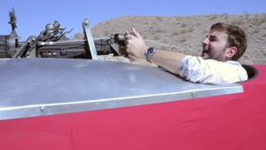 ویدئو صحنه آهسته از شلیک به ملخ هواپیما