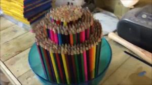 ظرف تزئینی با مداد رنگی