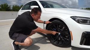 بررسی خودروی BMW 750i