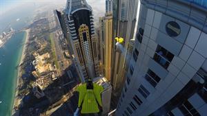 پرواز میان برج های دبی