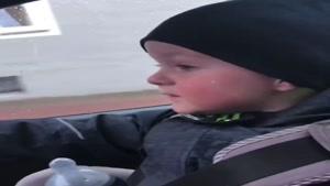 بچه بامزه در ماشین